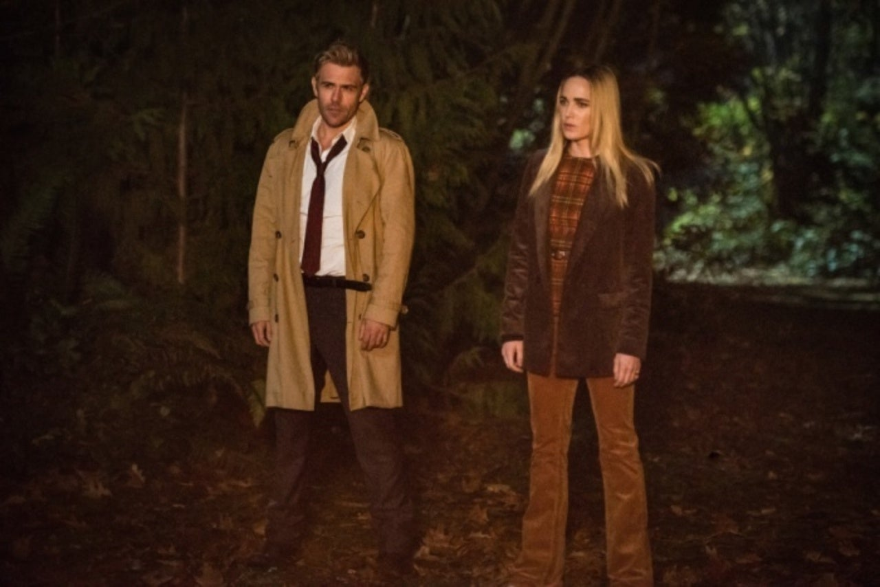"""'Legends of Tomorrow' Goes Full Jane Austen in """"Seance and Sensibility"""""""