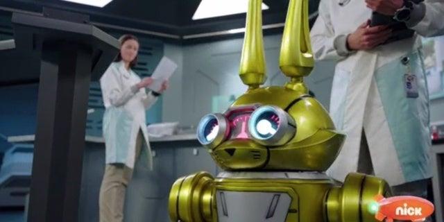 Power-Rangers-Beast-Morphers-Beast-Bots-Debut-2