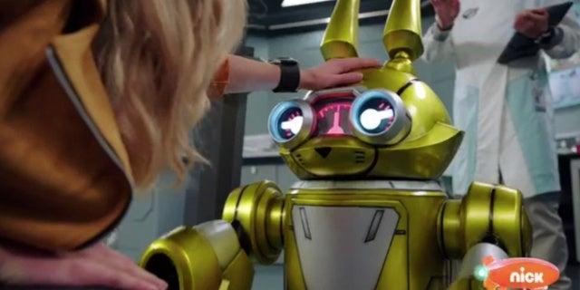 Power-Rangers-Beast-Morphers-Beast-Bots-Debut-6