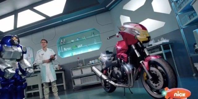 Power-Rangers-Beast-Morphers-Beast-Bots-Debut-9