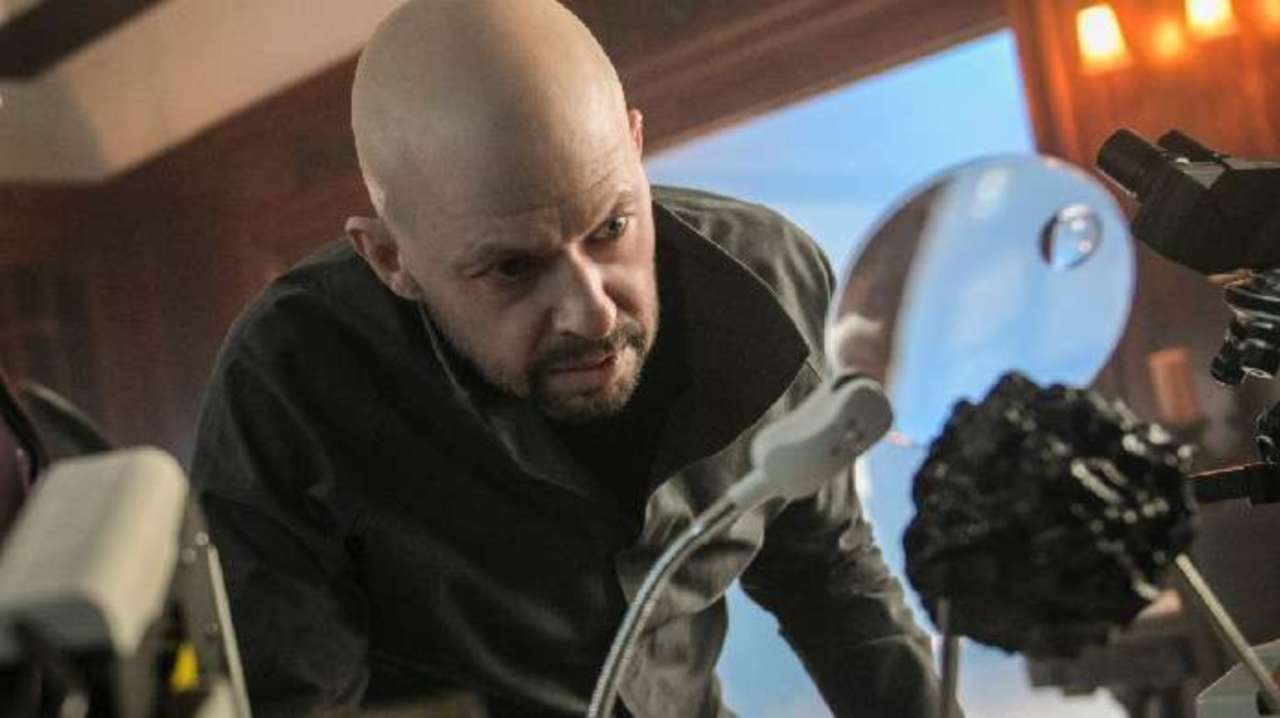 Advance Review: 'Supergirl' Cast the Perfect Lex Luthor
