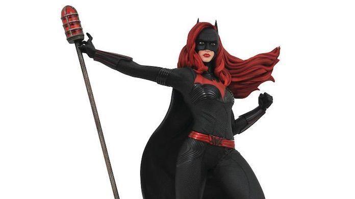 batwoman-statue