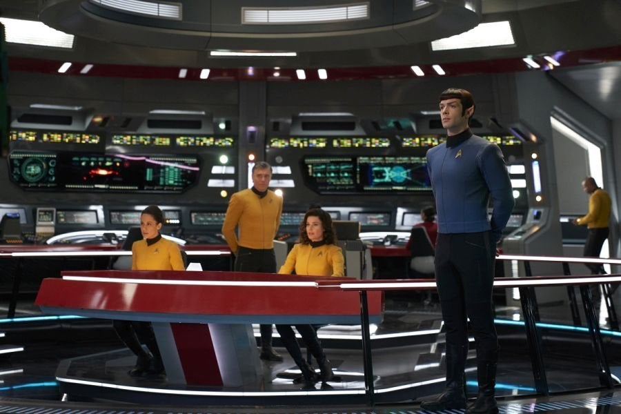 'Star Trek: Discovery' Reveals Ethan Peck's Spock Without Beard, in Classic Starfleet Uniform