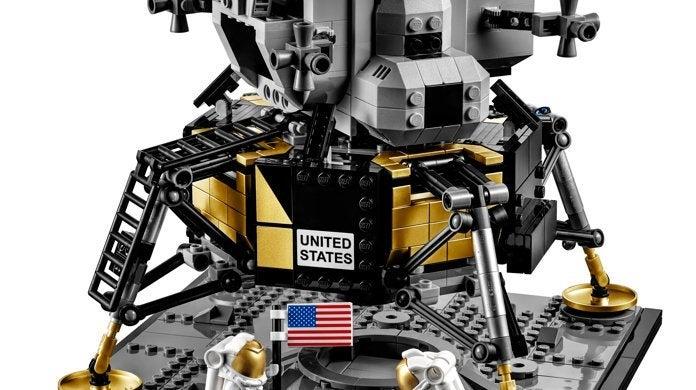 10266-lego-apollo-11-lunar-lander-set-top