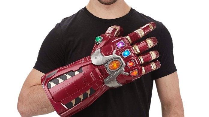 hasbro-marvel-legends-avengers-endgame-nano-gauntlet-replica-electronic-fist-top