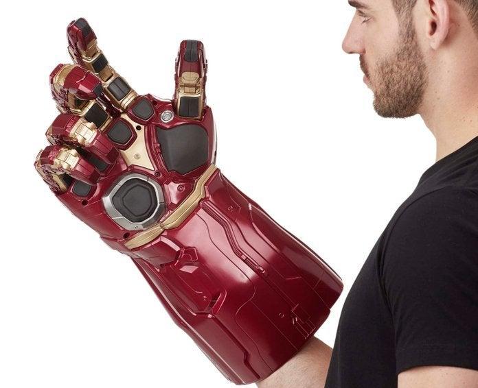 hasbro-marvel-legends-avengers-endgame-nano-gauntlet-replica-electronic-fist-2