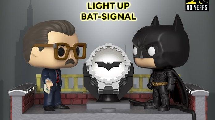 funko-batman-movie-moment-light-up-bat-signal-top