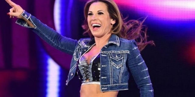 Mickie James Confirms ACL Injury, Needs Surgery