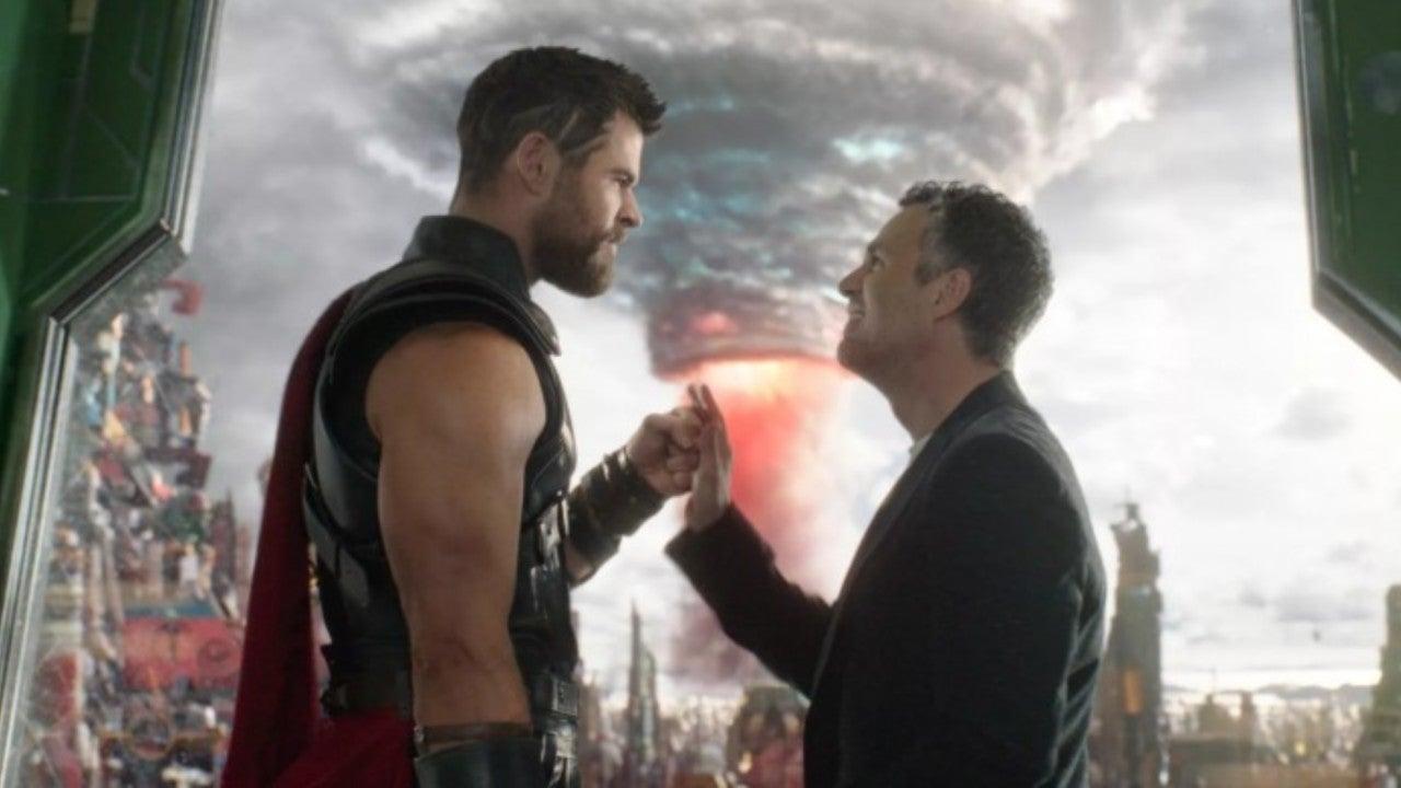 "Mark Ruffalo Shows Off ""Tony Stark Collection"" with Thor: Ragnarok Throwback"