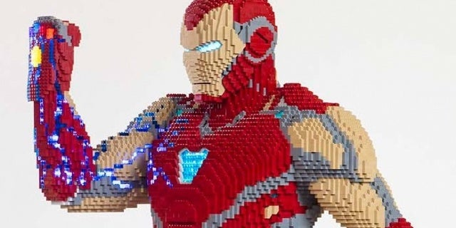 LEGO Bringing Life-Size Iron Man With Infinity Gauntlet to San Diego Comic Con