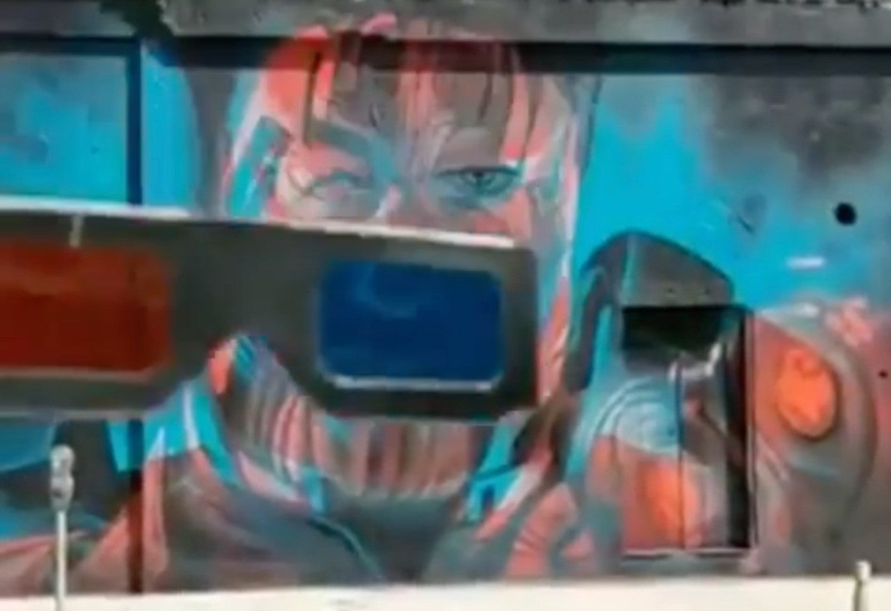 This Thanos & Iron Man Mural Is Blowing Marvel Fans' Minds