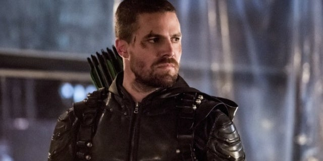 Arrow Star Stephen Amell Hasn't Thought About Directing Another Arrowverse Show