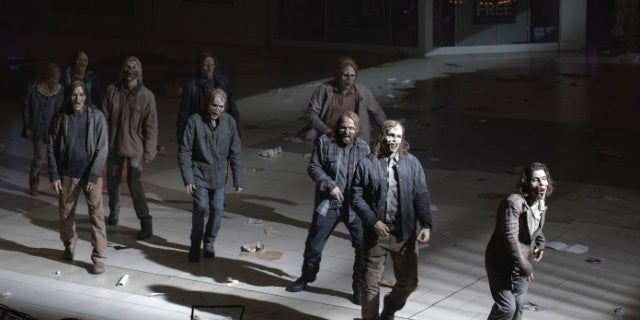 Fear the Walking Dead 510 Opening Minutes Reveal Homage to Dawn of the Dead