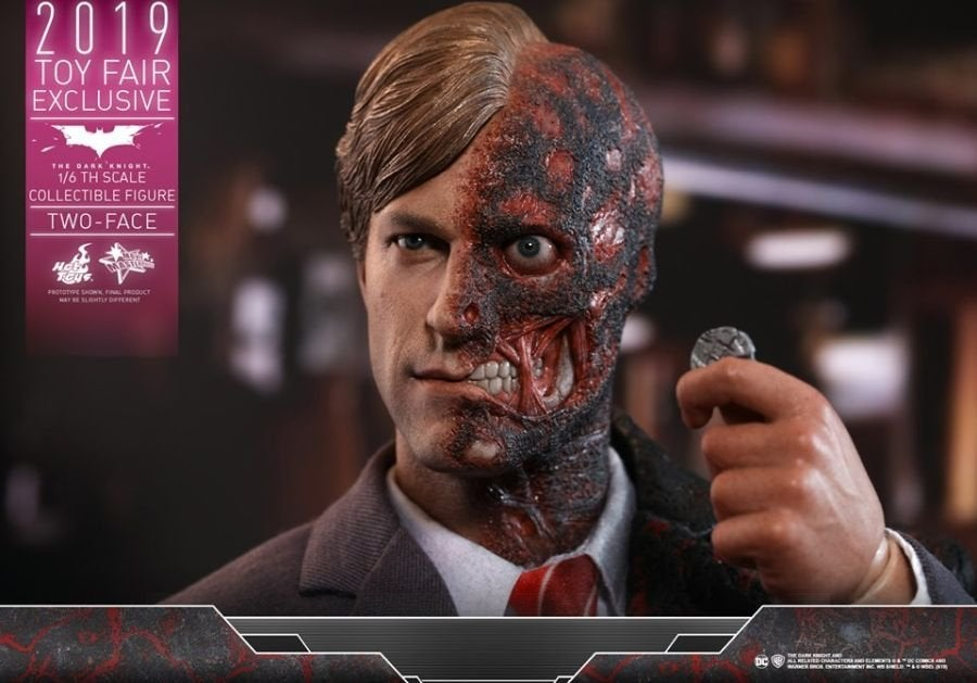 The Dark Knight Rises Two-Face Hot Toys 01