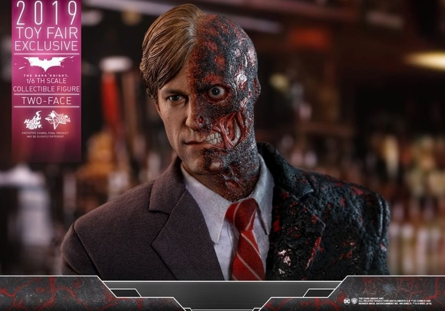 The Dark Knight Rises Two-Face Hot Toys 03