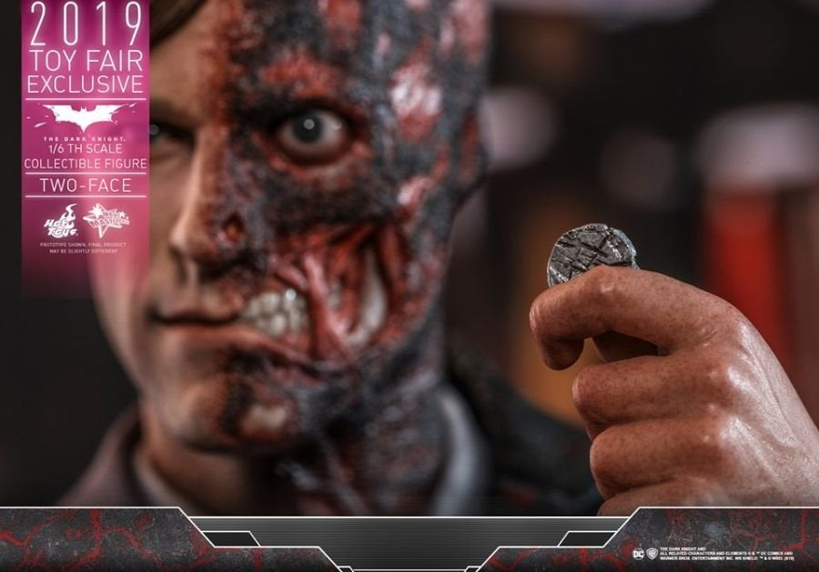 The Dark Knight Rises Two-Face Hot Toys 04
