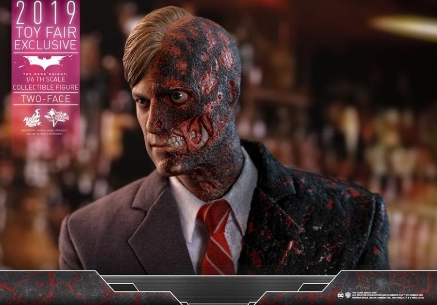 The Dark Knight Rises Two-Face Hot Toys 06