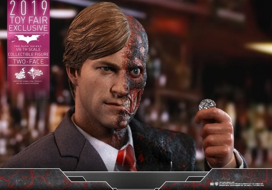 The Dark Knight Rises Two-Face Hot Toys 07