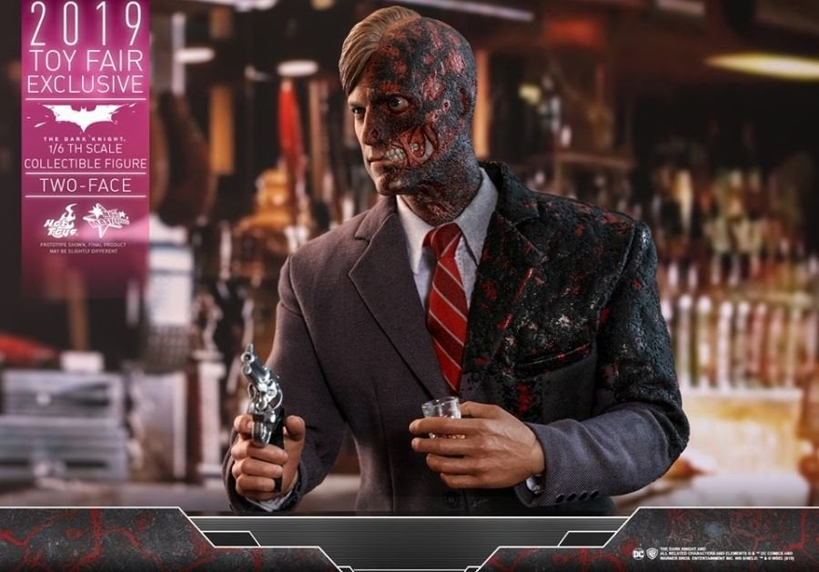 The Dark Knight Rises Two-Face Hot Toys 08