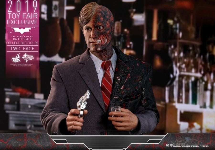 The Dark Knight Rises Two-Face Hot Toys 13