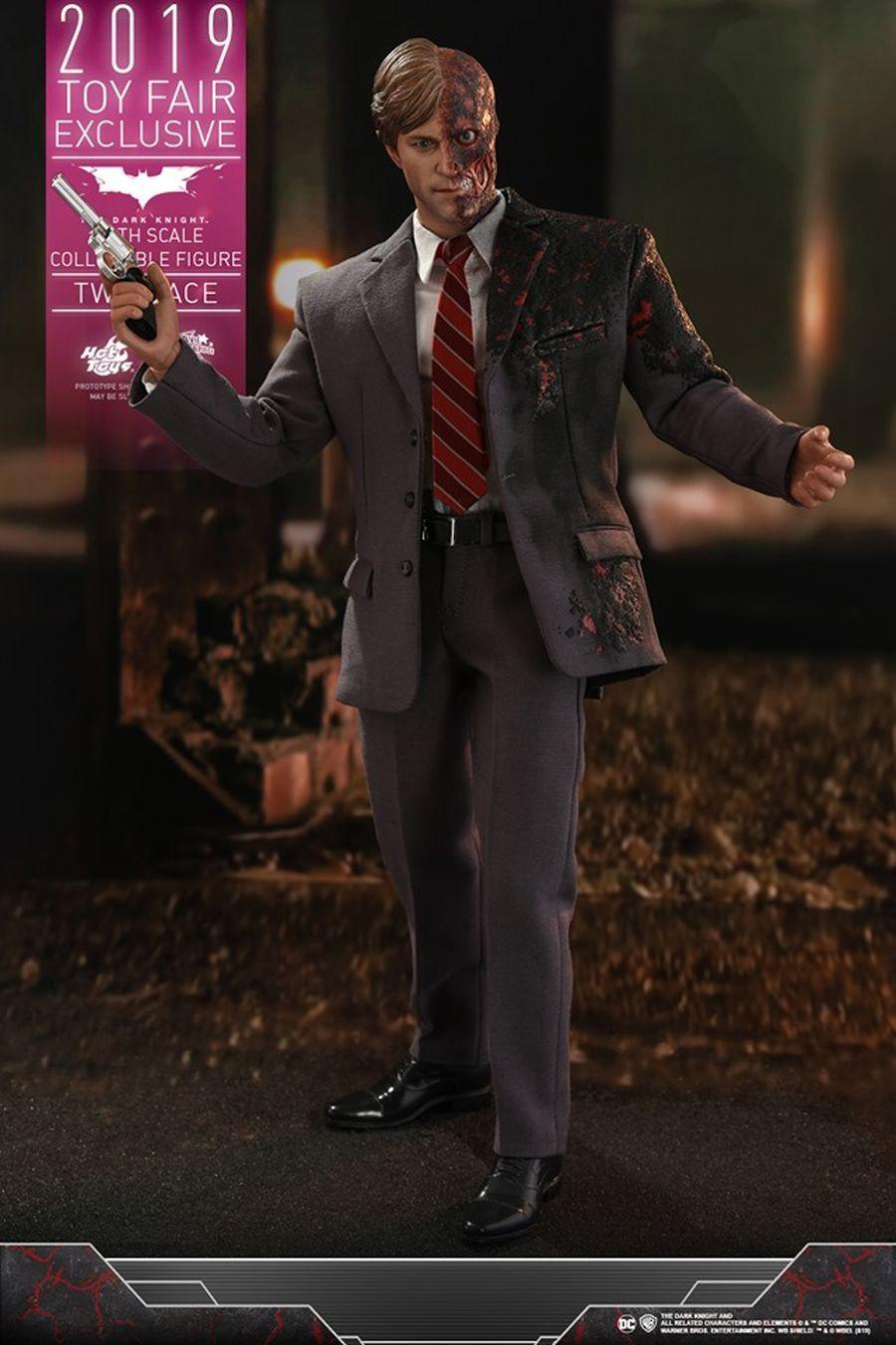 The Dark Knight Rises Two-Face Hot Toys 15