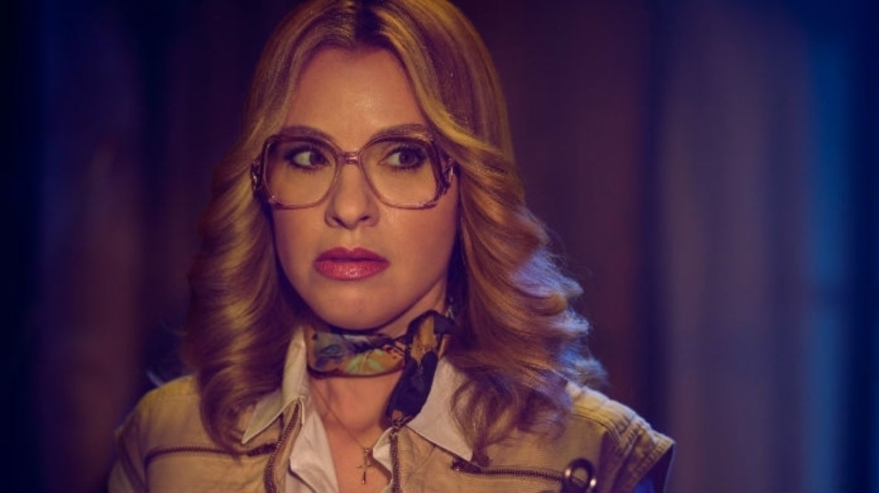 American Horror Story: 1984 Star Leslie Grossman Shares Outake From Latest Episode