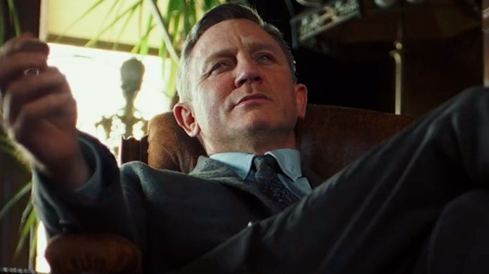 knives out trailer daniel craig