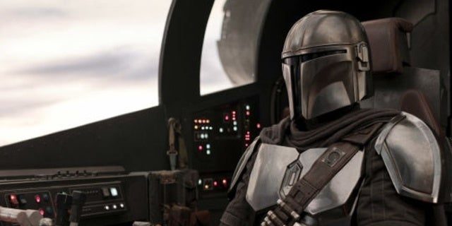 First Reactions to Star Wars: The Mandalorian Hit Online