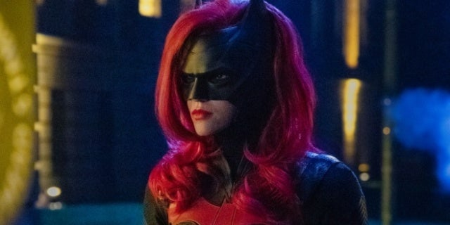 batwoman ruby rose cowl