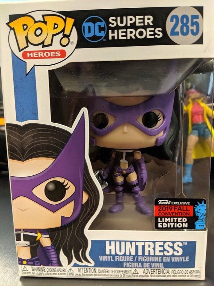Funko-POP-Spotlight-Huntress-1