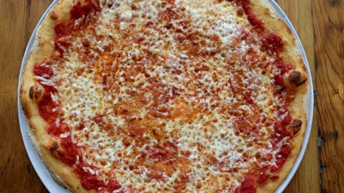 """national pizza month """"title ="""" national pizza month """"height ="""" 390 """"width ="""" 696 """"data-item ="""" 1190629 """"/>    <figcaption> (Photo: Jonathan Wiggs / The Boston Globe via Getty Images) [19659002] Now that we are a week into October, National Pizza Month is in full effect with many of the country's best pizza chains having some kind of deal on their pizza cakes. list of some of the best deals you can get for pizza in the coming weeks. on the deal. </p> <ul> <li> <b>  Blaze Pizza: </b> $ 1<div class="""