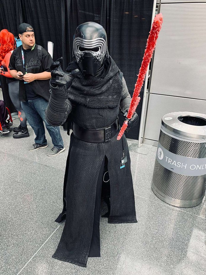 NYCC-Cosplay-Star-Wars-Kylo-Ren