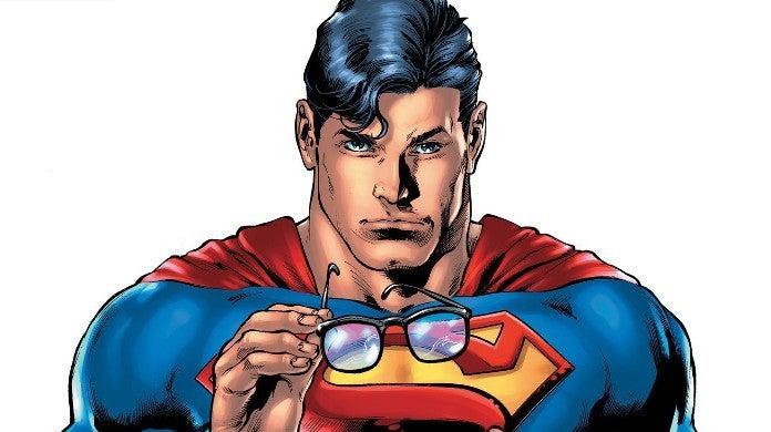 Superman 18 Reveals Clark Kent Secret Identity to World