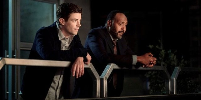 """The Flash: Barry Prepares the Team for Crisis in """"There Will Be Blood"""" Photos"""