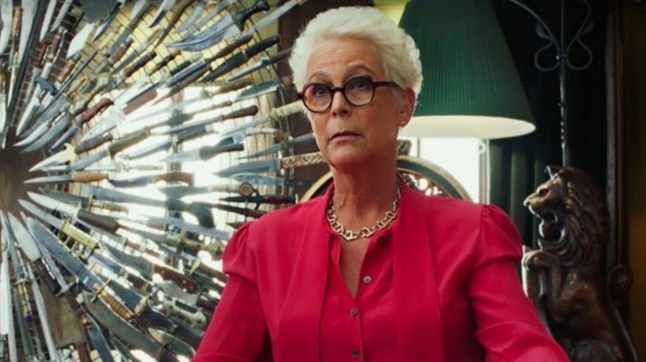 Jamie Lee Curtis Has Hilarious Response to the Popularity of Chris Evans' Knives Out Sweater