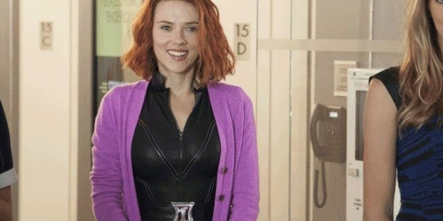 Marvel Star Scarlett Johansson To Host Saturday Night Live In December