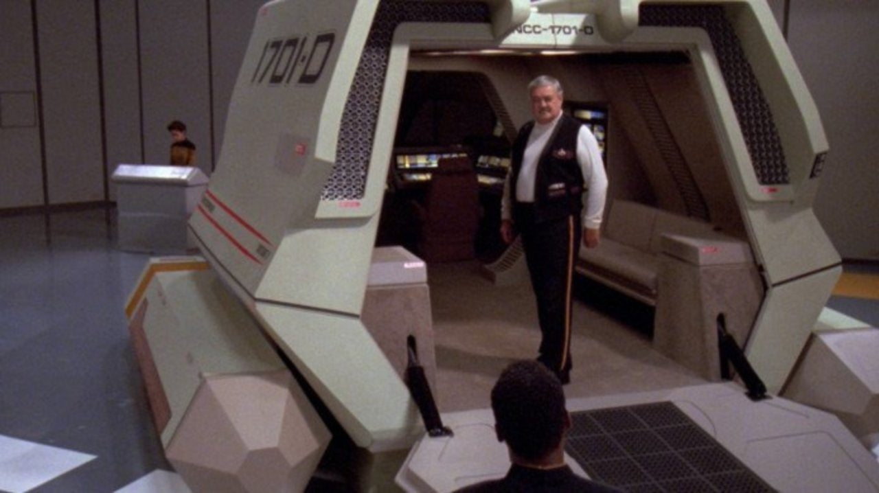 Star Trek Fan Turns Minivan Into Shuttlecraft