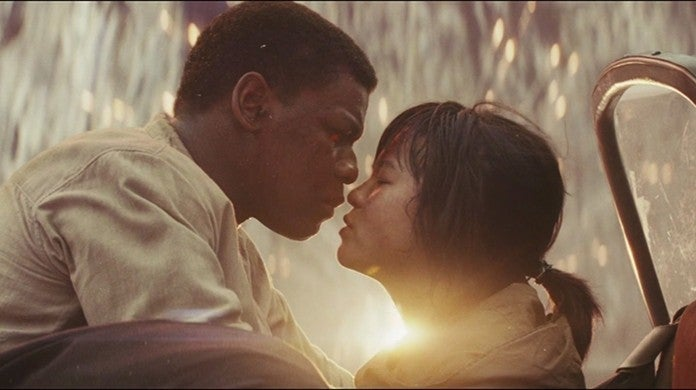 star wars the last jedi finn rose kiss