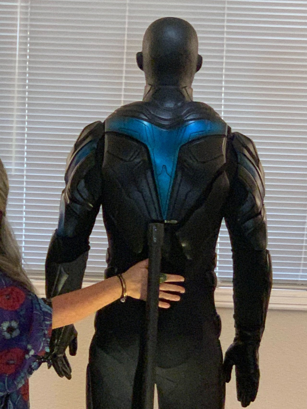 titans nightwing costume reveal dc back
