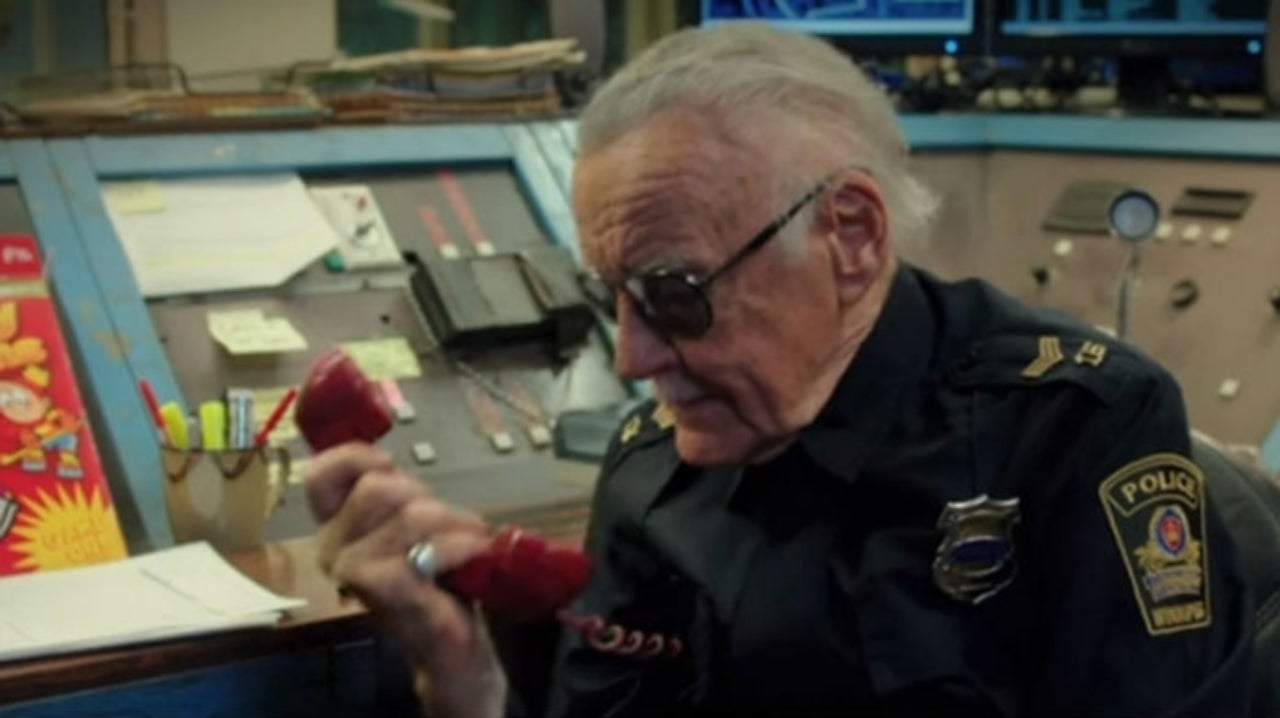 Kevin Smith Shares Behind-the-Scenes Video of Stan Lee From Yoga Hosers Set