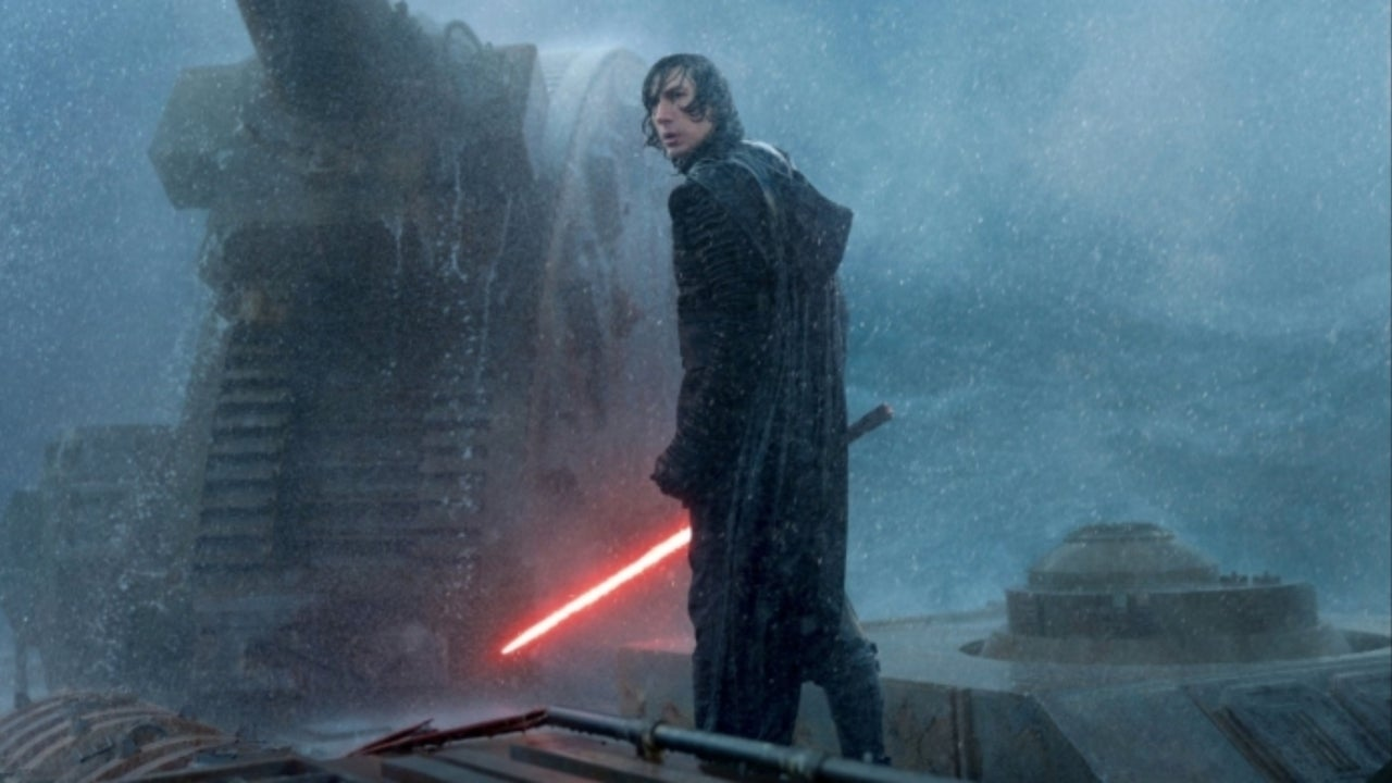 Young Star Wars Fan's Reaction After Receiving Kylo Ren's Lightsaber for Christmas Is Disturbing