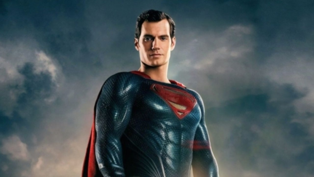 """Superman Controversy: Neil Gaiman Points out the Problem with Warner Bros.' Belief the Man of Steel Isn't """"Relevant"""""""