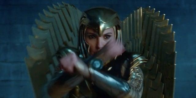 wonder woman 1984 golden eagle armor 2