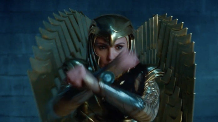 mujer maravilla 1984 armadura de águila real 2