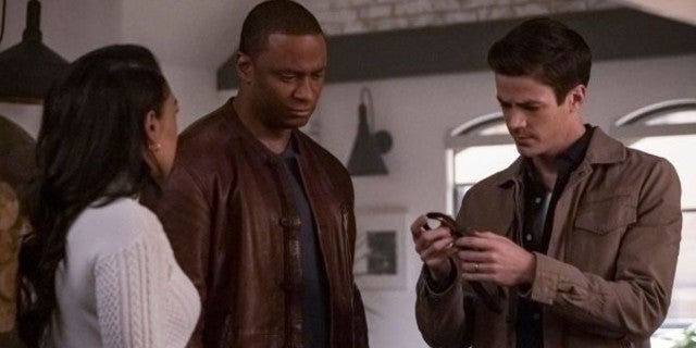 """Arrow's Diggle Crosses Over With The Flash in New """"Marathon"""" Episode Photos"""