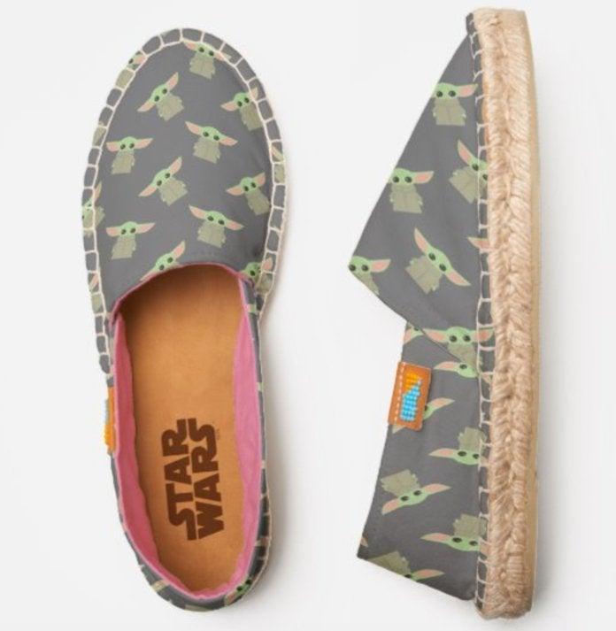 baby-yoda-shoes