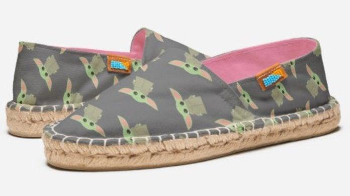 baby-yoda-shoes-top
