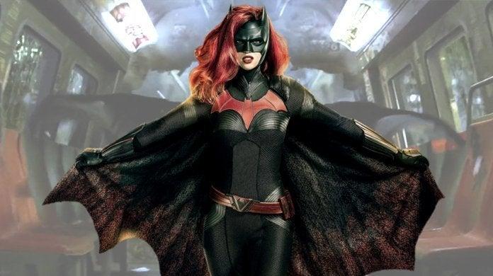 batwoman-batman-begins-train