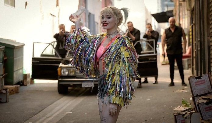 Harley-Quinn-Birds-of-Prey-Photos-Smile-Face-of-Danger