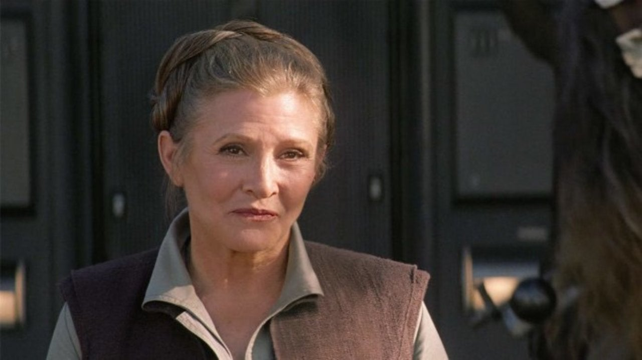 Star Wars: Chewbacca Actor Addresses the Missed Hug With Leia From The Force Awakens